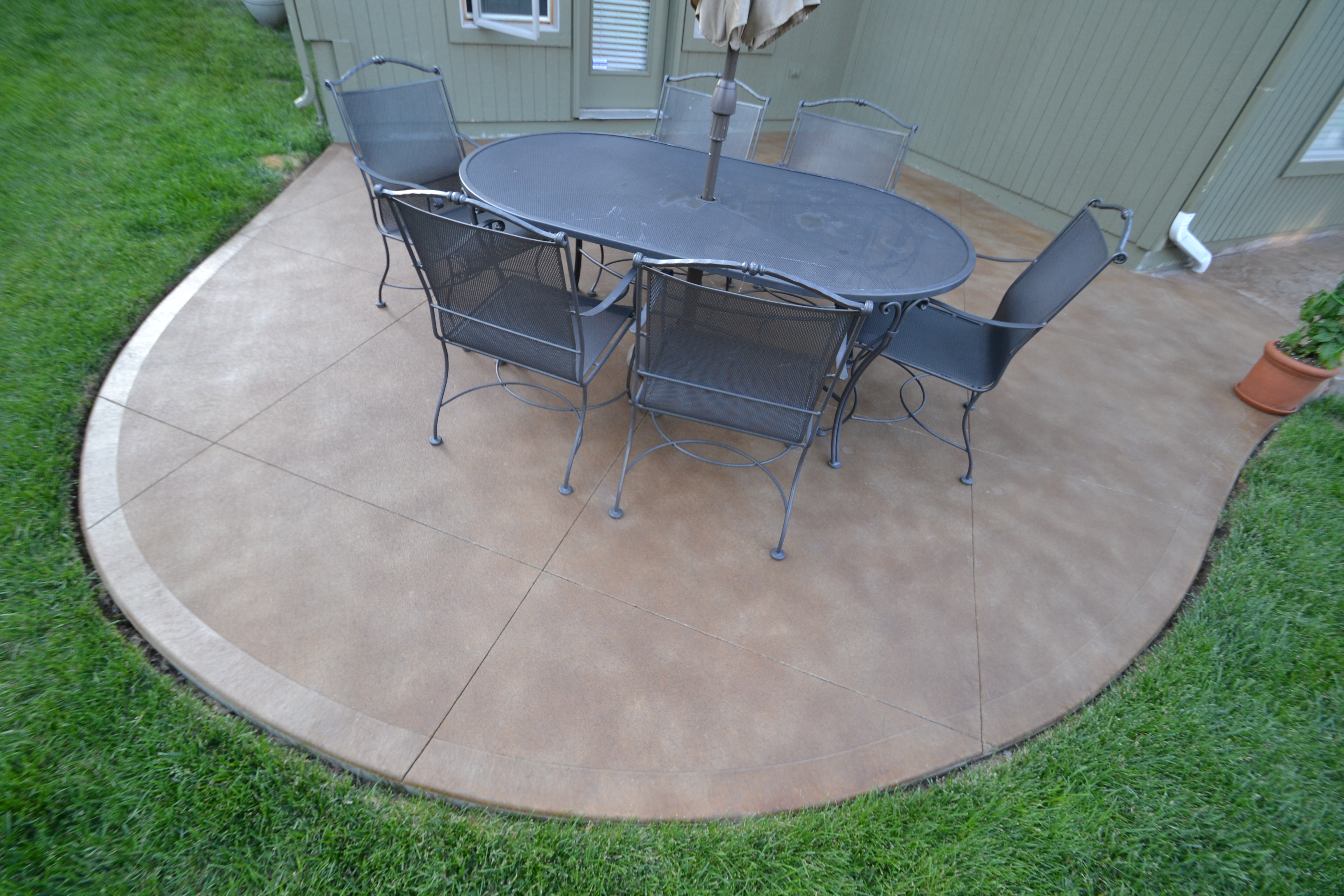 Aesthetic Concrete Designs created this custom concrete patio.