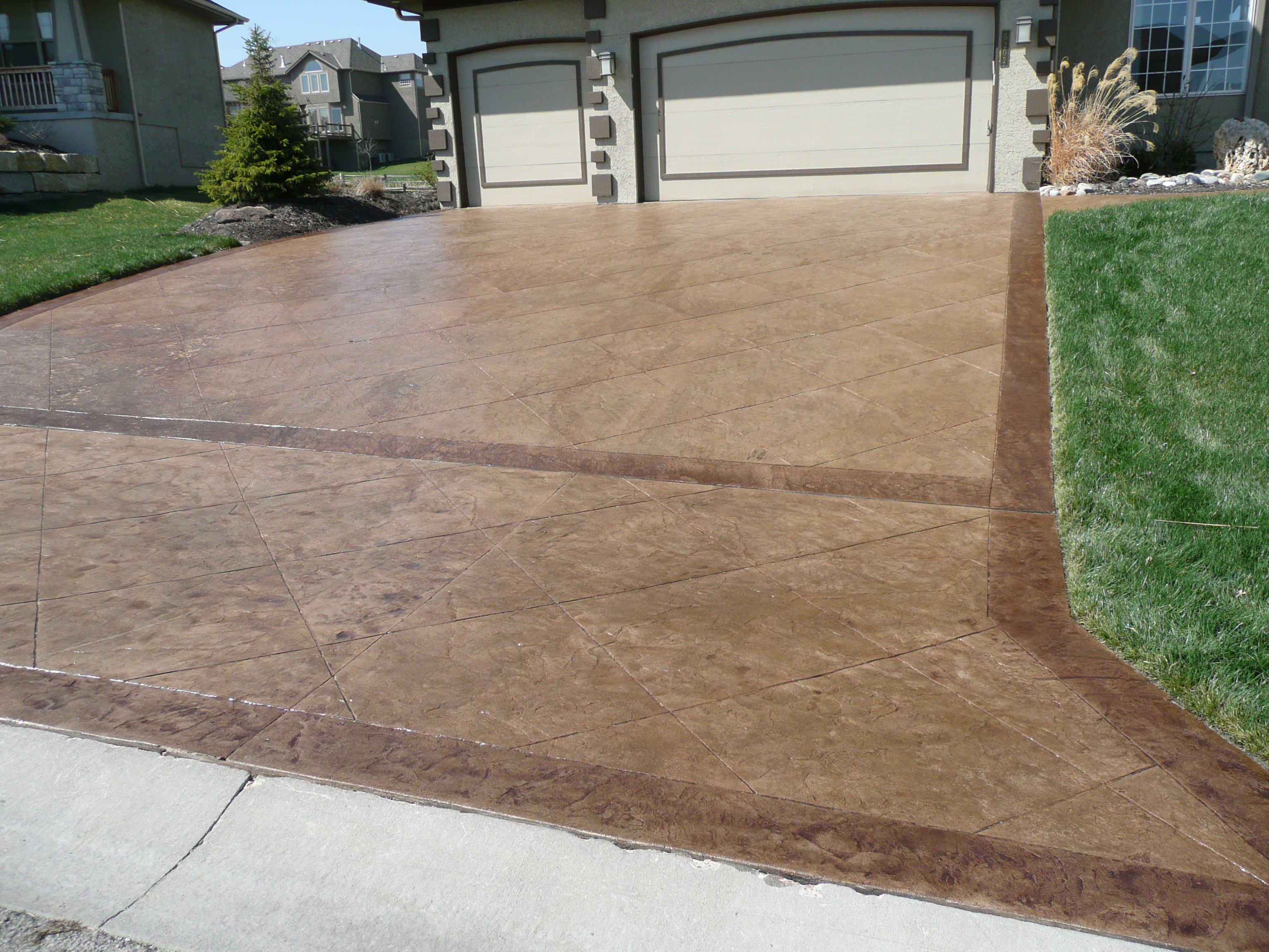 Decorative custom concrete driveway made by Aesthetic Concrete Designs.