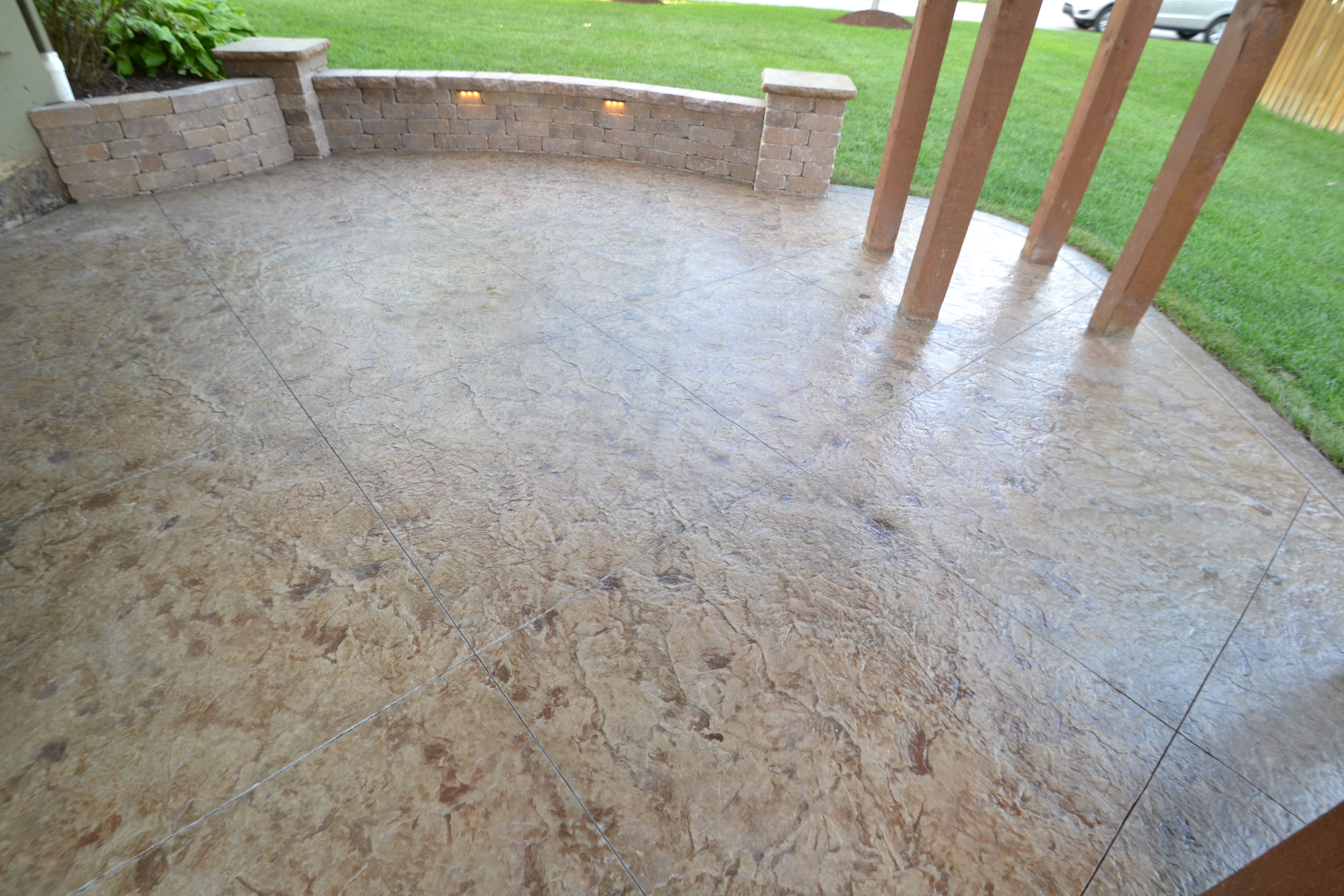 Custom patio with custom concrete by the experts at Aesthetic Concrete Designs.